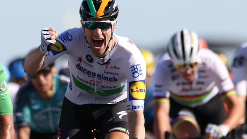 Bennett wins Tour de France 10th stage to reclaim green jersey