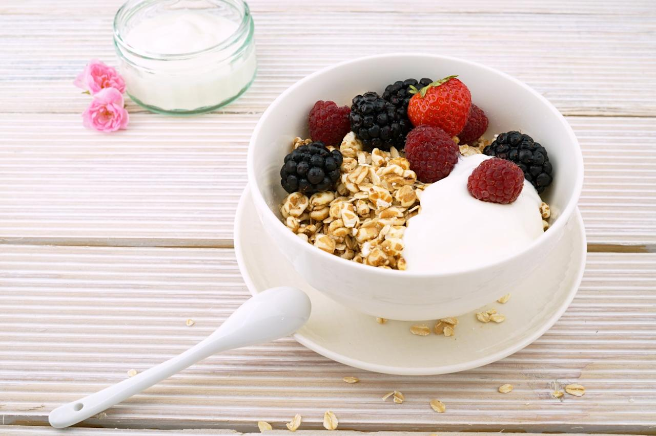"""<p>According to Alexon, this proportion rule also applies to breakfast: stick with <a href=""""https://www.popsugar.com/fitness/Healthy-High-Protein-Breakfast-Recipes-44475433"""" class=""""ga-track"""" data-ga-category=""""Related"""" data-ga-label=""""http://www.popsugar.com/fitness/Healthy-High-Protein-Breakfast-Recipes-44475433"""" data-ga-action=""""In-Line Links"""">lean proteins</a>, fiber-rich fruits, and even some veggies (perhaps in a smoothie or an omelette). Even on rushed mornings, she says, you can do better than sugary dry cereal or freezer waffles: """"We don't always have time to make a nice egg white omelette every morning. I like to take some fruits and veggies and throw them in the blender with some <a href=""""https://www.popsugar.com/fitness/When-Should-I-Use-Protein-Powder-44770751"""" class=""""ga-track"""" data-ga-category=""""Related"""" data-ga-label=""""http://www.popsugar.com/fitness/When-Should-I-Use-Protein-Powder-44770751"""" data-ga-action=""""In-Line Links"""">protein powder</a>."""" She suggests finding a combination of fruits and greens you like (or even several options to mix it up) and combining it with a whole protein, like whey isolate, for a filling, energy-packed start to the day.</p>"""