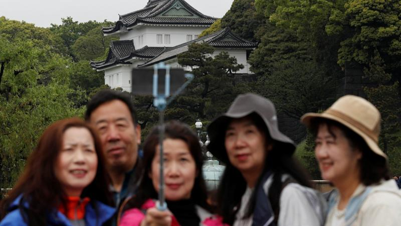 Chinese tourists ignore bumpy economy for Lunar New Year travel plans