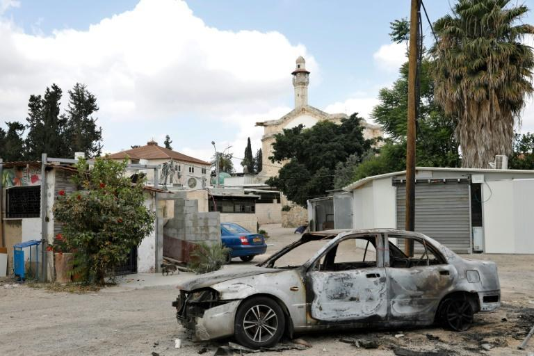 Cars were burned during the intra-communal violence between Arab and Jewish Israelis in the city of Lod near Tel Aviv (AFP/GIL COHEN-MAGEN)