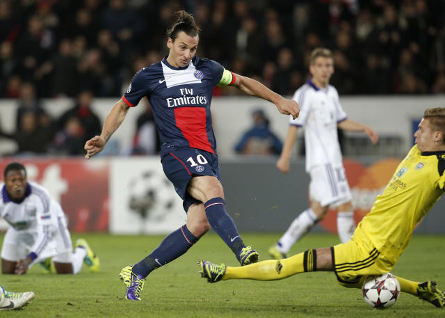 PSG's Zlatan Ibrahimovic, center, gets the ball past Anderlecht's goalkeeper Thomas Kaminski, right, to score his side's first goal during the Champions League group C soccer match between Paris Saint Germain and Anderlecht, at the Parc des Princes stadium, in Paris, Tuesday, Nov. 5, 2013. (AP Photo/Christophe Ena)
