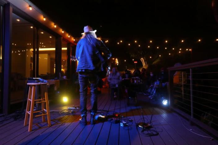 California concert promoter brings concerts to the backyard during pandemic