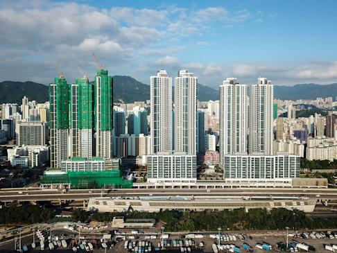 Cullinan West III (left), Cullinan West I and Cullinan West II (right) bult by Sun Hung Kai Properties in Sham Shui Po. Photo: Wikipedia