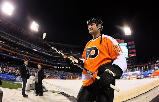 PHILADELPHIA, PA - DECEMBER 31: Eric Lindros #88 of the Philadelphia Flyers leaves the ice after playting against the New York Rangers during the 2012 Bridgestone NHL Winter Classic Alumni Game on December 31, 2011 at Citizens Bank Park in Philadelphia, Pennsylvania. (Photo by Jim McIsaac/Getty Images)