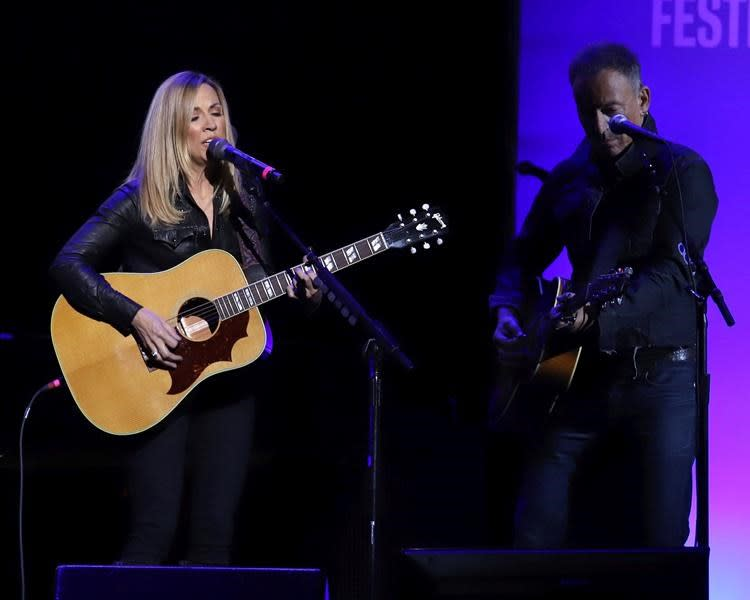 Sheryl Crow and Bruce Springsteen help raise money for vets