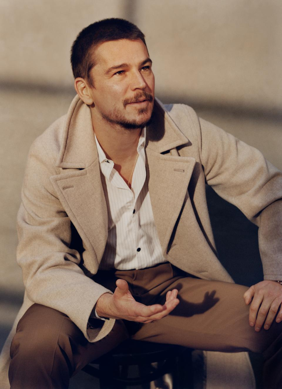 Josh Hartnett appears in the new edition of Mr Porter. (Photo: Ben Weller/Mr Porter)