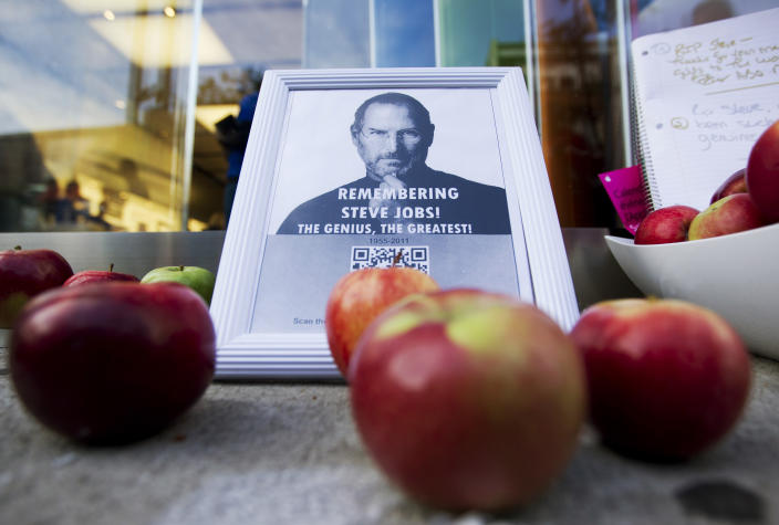 A tribute to Apple Inc., co-founder and former CEO Steve Jobs is left in front of an Apple store in downtown Montreal, October 6, 2011. Jobs died on October 5, 2011 at age 56 of cancer. (REUTERS/Christinne Muschi)