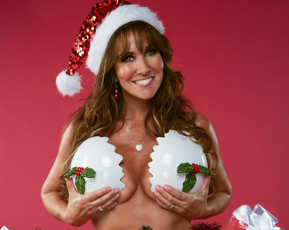 Linda Lusardi stripped naked to raise awareness for cancer on 'The Real Full Monty On Ice'. (ITV)