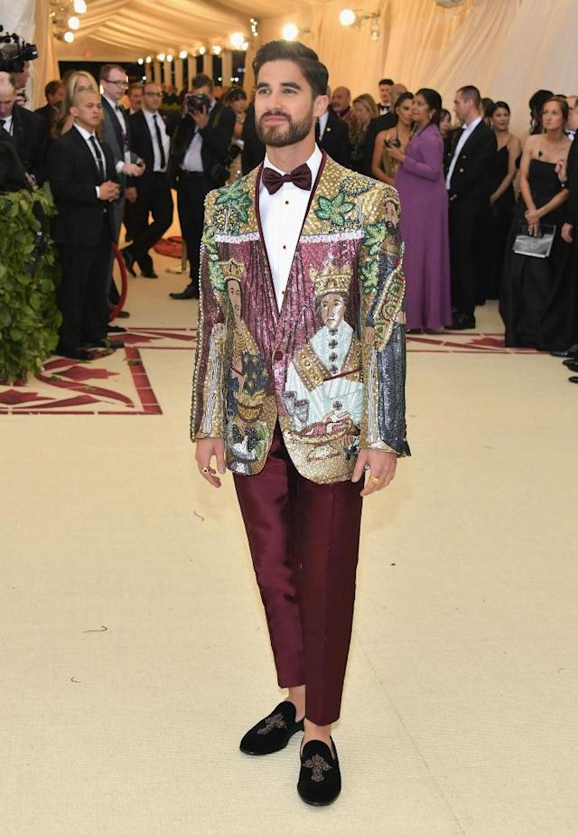 <p>After recently playing Versace's killer, the actor wore a Dolce & Gabbana creation with his own face on it. (Photo: Getty Images) </p>