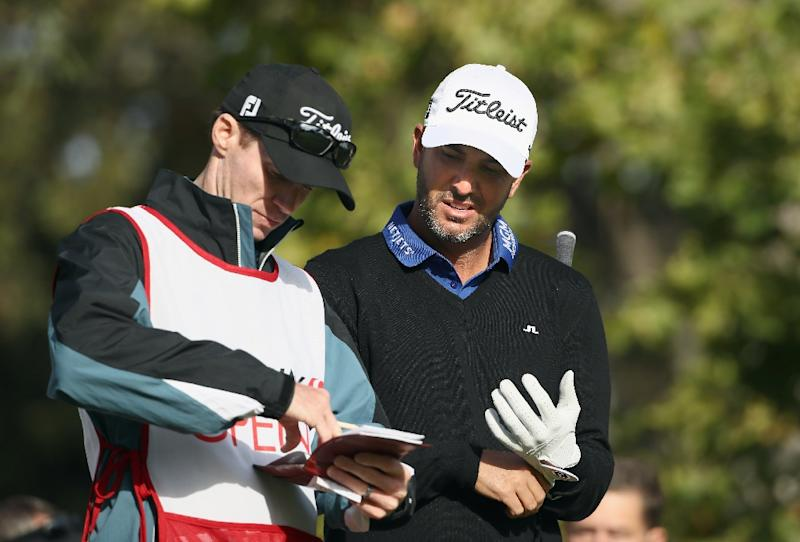 Scott Piercy talks with his caddie on the 17th tee during round one of the Safeway Open at the North Course of the Silverado Resort and Spa on October 13, 2016 in Napa, California (AFP Photo/Ezra Shaw)