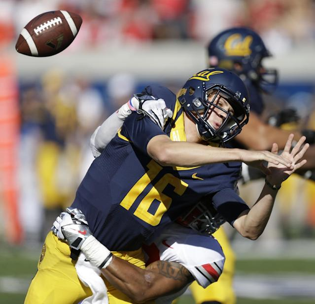 California quarterback Jared Goff (16) fumbles the ball after being hit by Ohio State's Ryan Shazier during the first quarter of an NCAA college football game, Saturday, Sept. 14, 2013, in Berkeley, Calif. Ohio State recovered the fumble. (AP Photo/Ben Margot)