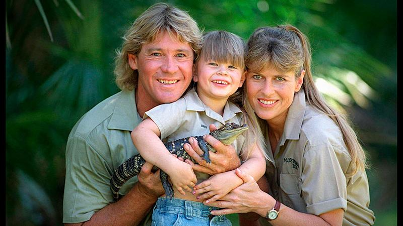 Bindi Irwin holds a baby crocodile as she poses with Steve Irwin, and his wife, Terri Irwin.
