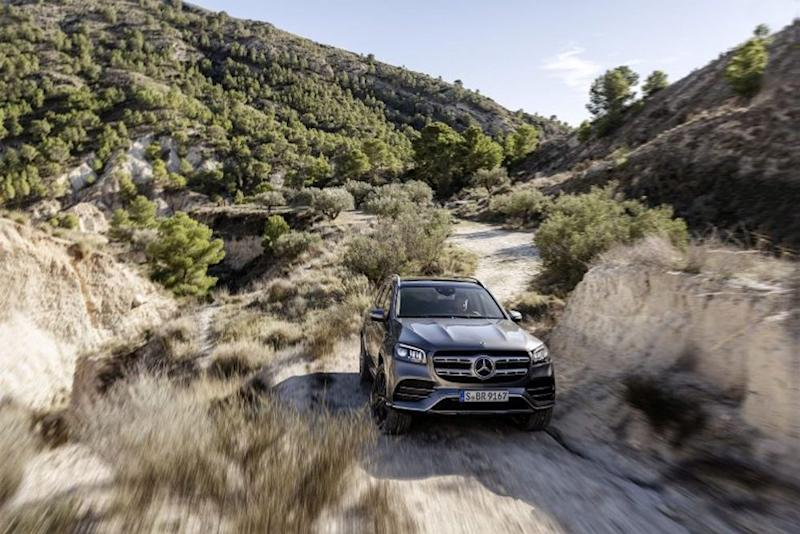 The upcoming Mercedes-Benz GLS has a super-smart suspension system that allows it to extricate itself from a sand trap. — SoyaCincau pic