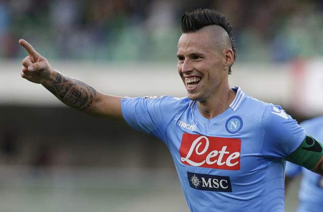 Napoli's Marek Hamsik celebrates after scoring against Chievo Verona during their Italian Serie A soccer match at the Bentegodi stadium in Verona August 31, 2013. REUTERS/Max Rossi (ITALY - Tags: SPORT SOCCER)