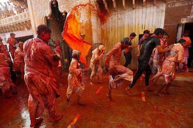 <p>Hindu devotees take part in the religious festival of Holi inside a temple in Nandgaon village, in the state of Uttar Pradesh, India, Feb. 25 2018. (Photo: Adnan Abidi/Reuters) </p>