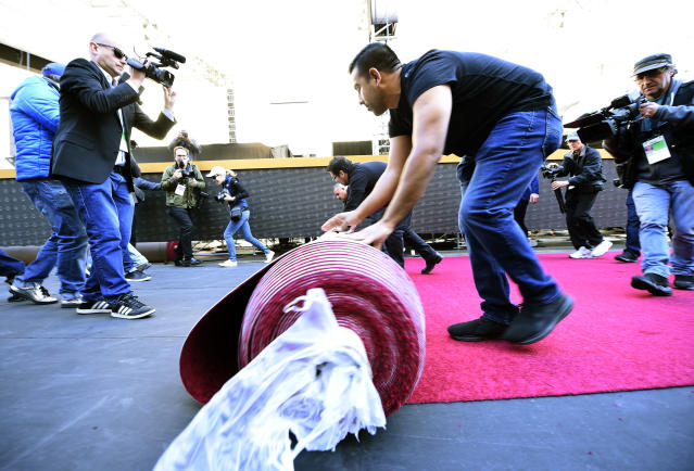 Preparations are underway for the 2018 Oscars, including rolling out the red carpet, and the swag is being delivered. (Photo: Kevork Djansezian/Getty Images)