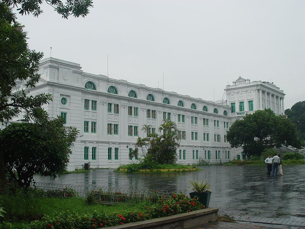 <p>This is the largest library in India by volume and India's library of public record. It has a huge collection of over 2.2 million books. If that's not enough, the library is situated in a scenic part of the bustling city of Kolkata, on a 30 acre green, lush plot. The building housing the library was once the official residence of the Lt. Governor of Bengal. (Image attribution: By Biswarup Ganguly [CC BY-SA 3.0 (http://creativecommons.org/licenses/by-sa/3.0) or GFDL (http://www.gnu.org/copyleft/fdl.html)], via Wikimedia Commons) </p>