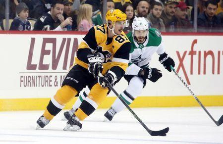 Nov 21, 2018; Pittsburgh, PA, USA; Pittsburgh Penguins center Sidney Crosby (87) handles the puck against Dallas Stars center Tyler Seguin (91) during the third period at PPG PAINTS Arena. Pittsburgh won 5-1. Mandatory Credit: Charles LeClaire-USA TODAY Sports