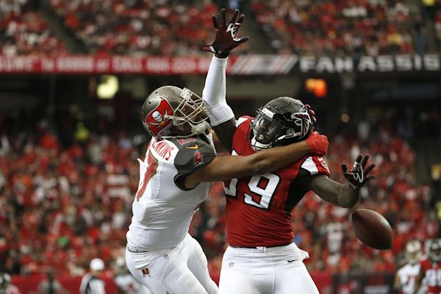 <p>Atlanta Falcons outside linebacker De'Vondre Campbell (59) defends a pass intended for Tampa Bay Buccaneers tight end Austin Seferian-Jenkins (87) in the first quarter at the Georgia Dome. Campbell was called for a foul on the play. Mandatory Credit: Jason Getz-USA TODAY Sports </p>