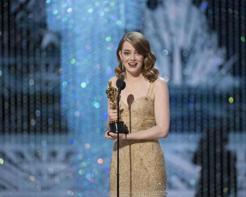 """Here's the exact moment Emma Stone realized """"La La Land"""" *didn't* win Best Picture"""