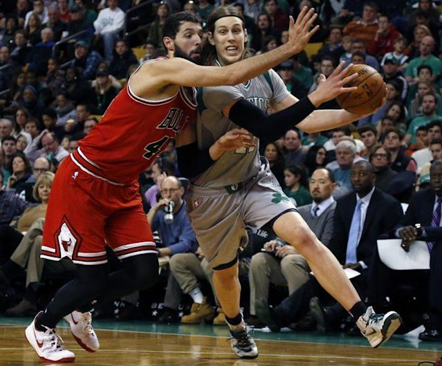 "<a class=""link rapid-noclick-resp"" href=""/nba/players/4905/"" data-ylk=""slk:Nikola Mirotic"">Nikola Mirotic</a> and <a class=""link rapid-noclick-resp"" href=""/nba/players/5164/"" data-ylk=""slk:Kelly Olynyk"">Kelly Olynyk</a> battle it out for their next big contract. (AP)"