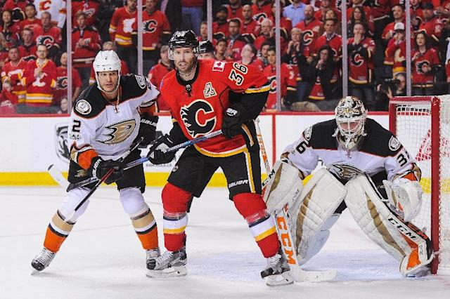 John Gibson (R) made 36 saves as the Ducks scored two goals early then held on for a 3-1 win to eliminate the Flames from the Western Conference playoffs (AFP Photo/Derek Leung)