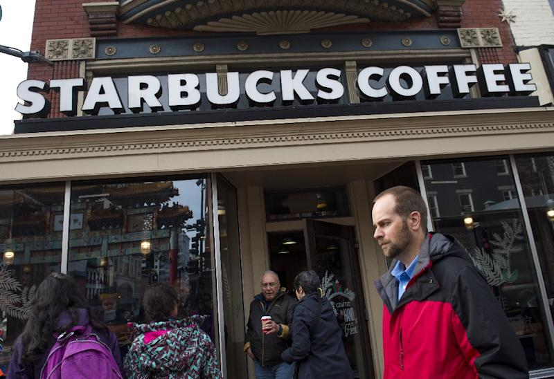 Starbucks to hire 10000 refugees worldwide after Trump ban