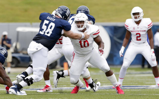 """Houston Cougars defensive tackle <a class=""""link rapid-noclick-resp"""" href=""""/ncaaf/players/266709/"""" data-ylk=""""slk:Ed Oliver"""">Ed Oliver</a> (10) works to get around <a class=""""link rapid-noclick-resp"""" href=""""/ncaab/teams/rae"""" data-ylk=""""slk:Rice Owls"""">Rice Owls</a> offensive lineman Shea Baker (58) during a NCAA college football game against the Rice Owls Saturday, Sep. 1, 2018, in Houston. (AP Photo/Michael Wyke)"""