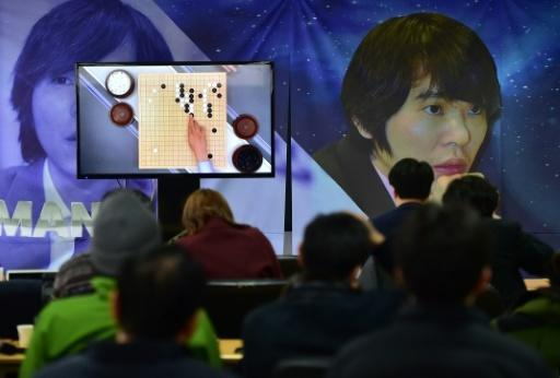 Computer draws first blood in clash with Go grandmaster