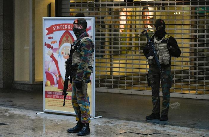 Soldiers patrol a pedestrian shopping street in Brussels on November 21, 2015 with the Belgian capital in lock-down as authorities hunted for several suspects linked to the Paris attacks (AFP Photo/John Thys)