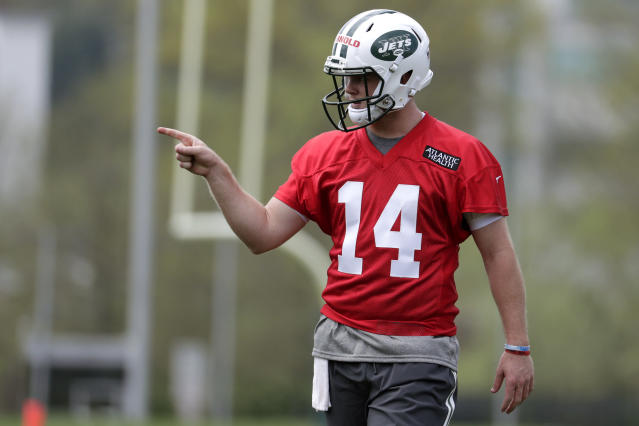 New York Jets quarterback Sam Darnold, who was selected third overall in the NFL draft, gestures as he works out during NFL rookie football camp, Friday, May 4, 2018, in Florham Park, N.J. (AP Photo/Julio Cortez)