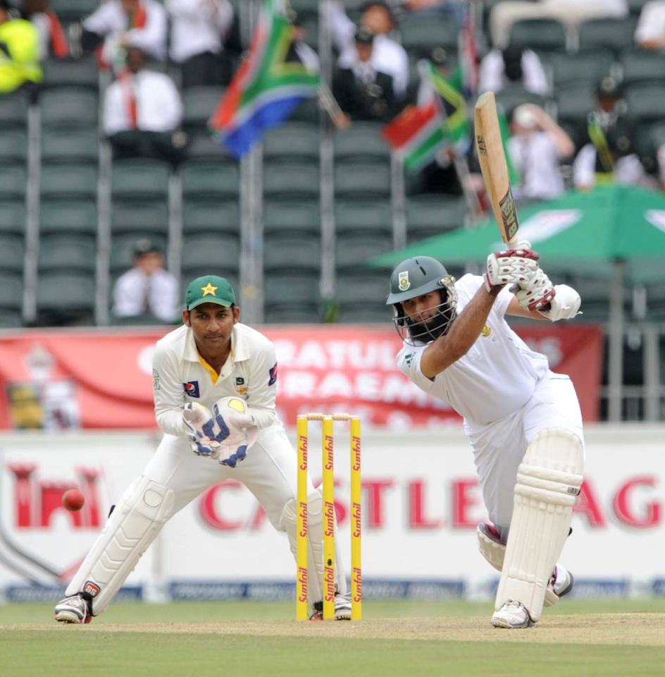 JOHANNESBURG, SOUTH AFRICA - FEBRUARY 01: (SOUTH AFRICA OUT) Hashim Amla of South Africa in action during day 1 of the first Test match between South Africa and Pakistan at Bidvest Wanderers Stadium on February 01, 2013 in Johannesburg, South Africa. (Photo by Lee Warren/Gallo Images/Getty Images)