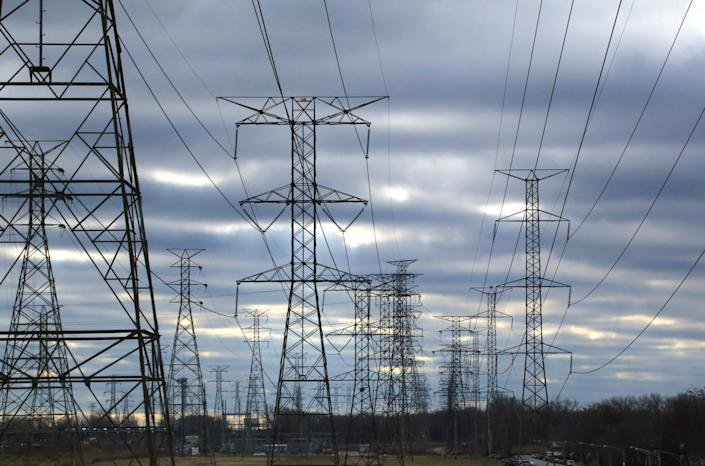 "<span class=""caption colorbox-798897"">The U.S. power grid sheds heat at a loss of billions of dollars each year.</span> <span class=""attribution""><a class=""link rapid-noclick-resp"" href=""https://www.gettyimages.com/detail/photo/multiple-power-lines-on-overhead-towers-royalty-free-image/639773156?adppopup=true"" rel=""nofollow noopener"" target=""_blank"" data-ylk=""slk:Douglas Sacha/Moment via Getty Images"">Douglas Sacha/Moment via Getty Images</a></span>"