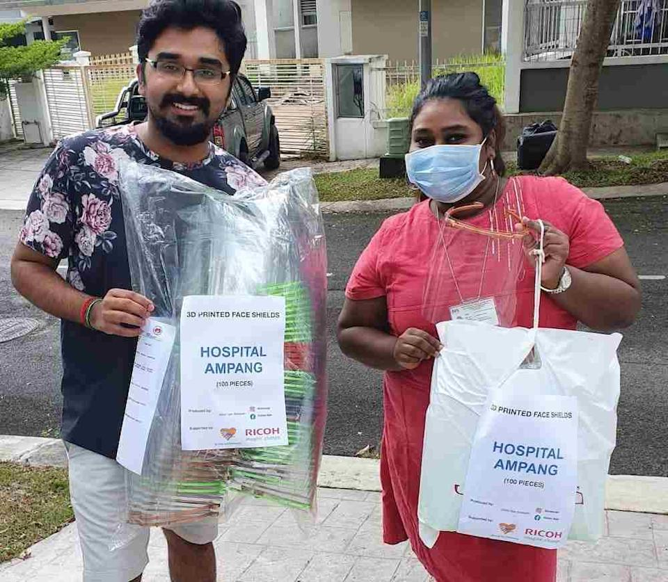 Vishan delivering 100 face shields to a volunteer to be distributed to Ampang Hospital. — Picture by Vishan Nair