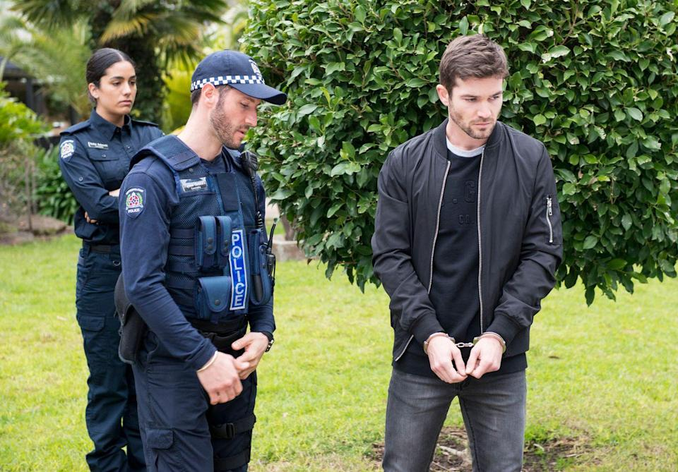 <p>Believing that it's right for him to face the music, Ned has opted to hand himself in to the police.</p>