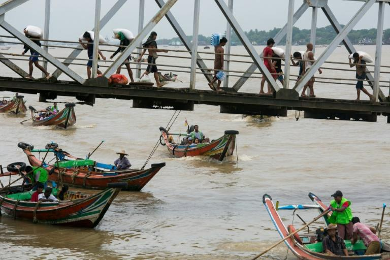 People from Dala township arrive in Yangon by boat after crossing the river (AFP Photo/Sai Aung MAIN)