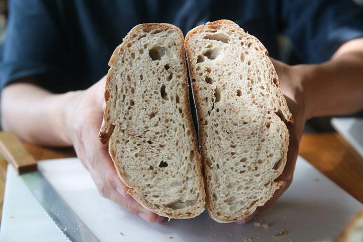 The Country Loaf is made from a blend of rye, whole wheat and white flour which yields a chewy and moist crust with a slight sweetness from the rye