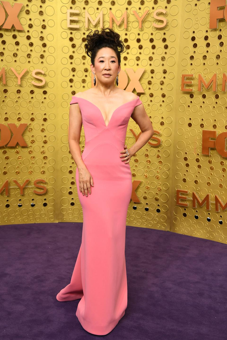 The Canadian 'Killing Eve' star wowed in a pink off-the-shoulder gown by Zac Posen. [Photo: Getty]