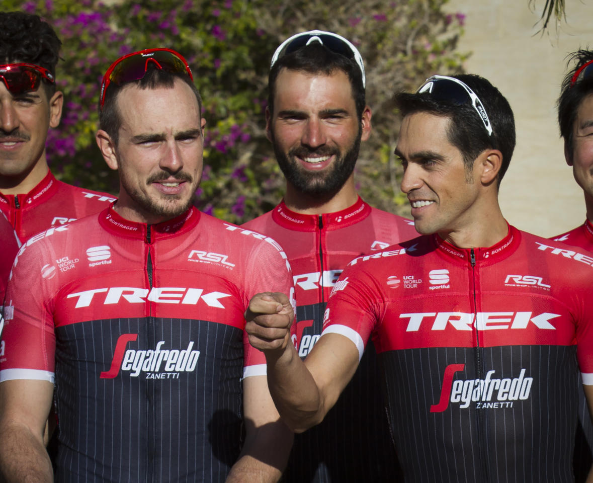 Trek-Segafredo German cyclist John Degenkolb (L) and Spanish cyclist Alberto Contador pose prior to a training session held to prepare the cycling season in Palma de Mallorca, on January 13, 2017. (AFP Photo/JAIME REINA)