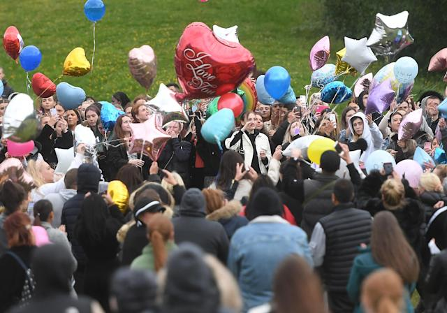 Crowds gathered for a balloon release in Heaton Park in honour of Cali. (MEN)