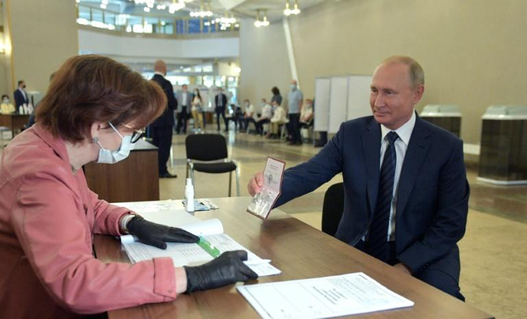 Russian President Vladimir Putin cast his ballot in a Moscow polling station