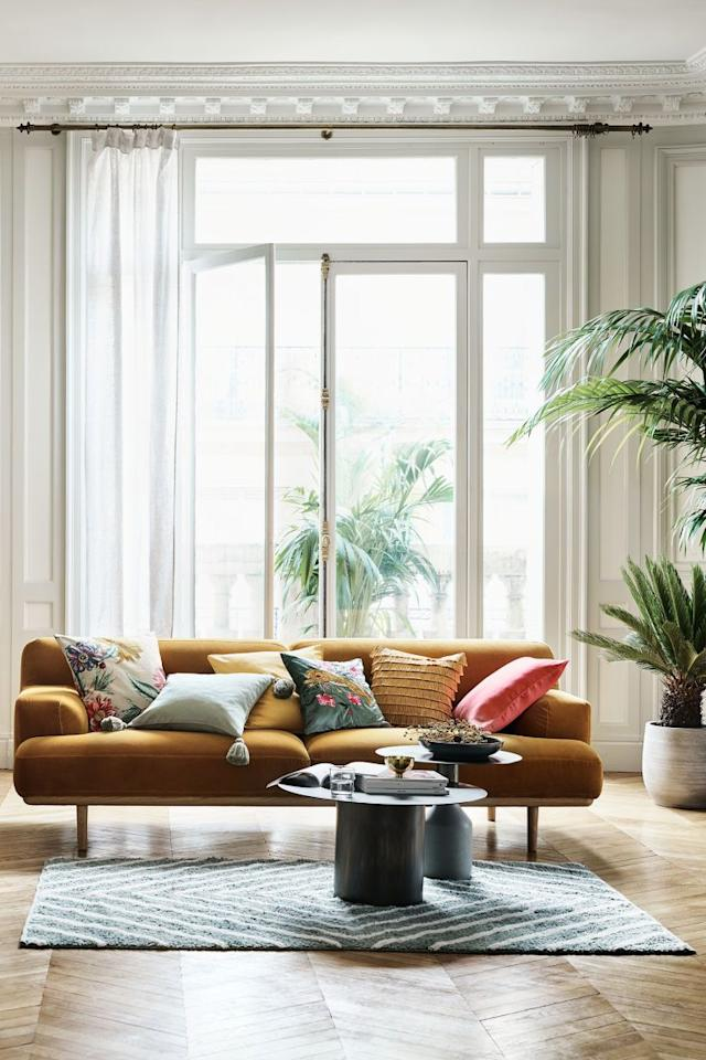 """<p>Everyone loves freshening things up—until you """"checkout"""" and see just how much our <a href=""""https://www.housebeautiful.com/room-decorating/bedrooms/g2231/small-bedroom-design-tips/"""" target=""""_blank"""">small bedroom redesign</a> is actually going to cost, that is. But you don't have to drain your bank account (or forgo your new decor plans altogether) to make it all happen, you just have to know where to find the best deals. Often, you can find similar items and styles at more <a href=""""https://www.housebeautiful.com/shopping/furniture/g22548814/best-online-furniture-stores-websites/"""" target=""""_blank"""">budget-friendly stores</a>, if you're willing to do some serious browsing. And some stores even carry the more expensive brands you already love at a deep discount, too.</p><p>These sites are about to become your go-tos for cheap but quality, on-trend home decor. From the stores you likely already frequent (like Wayfair and Amazon) to stores you didn't know carried home items in the first place (hello, H&M and Nordstrom Rack!), here's where you can score amazing deals on the stylish home decor you've been dreaming of. Consider this permission to <a href=""""https://www.housebeautiful.com/home-remodeling/a25588459/home-renovation-timeline/"""" target=""""_blank"""">redo your entire house</a>, now. </p>"""
