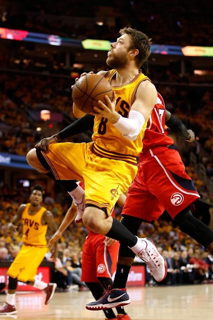 CLEVELAND, OH - MAY 26: Matthew Dellavedova #8 of the Cleveland Cavaliers drives to the basket against the Atlanta Hawks in the fourth quarter during Game Four of the Eastern Conference Finals of the 2015 NBA Playoffs at Quicken Loans Arena on May 26, 2015 in Cleveland, Ohio. NOTE TO USER: User expressly acknowledges and agrees that, by downloading and or using this Photograph, user is consenting to the terms and conditions of the Getty Images License Agreement. Gregory Shamus/Getty Images/AFP (AFP Photo/Gregory Shamus)