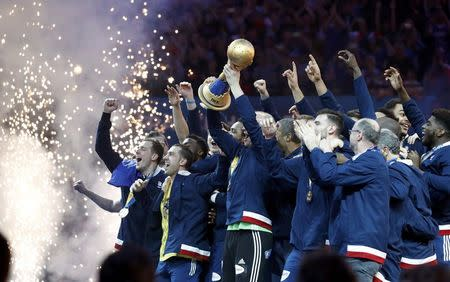 Men's Handball - France v Norway - 2017 Men's World Championship, Final - AccorHotels Arena, Paris, France - 29/01/17 - France's team celebrates gold medal on the podium     REUTERS/Charles Platiau