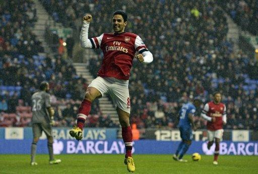 El Arsenal se colocó en tercera posición provisional de la Premier League al vencer en campo del Wigan por 1-0, con un gol de penal marcado en el minuto 60 por el español Mikel Arteta, este sábado en partido de la 18ª jornada. RESTRICTED TO EDITORIAL USE. No use with unauthorized audio, video, data, fixture lists, club/league logos or ?live? services. Online in-match use limited to 45 images, no video emulation. No use in betting, games or single club/league/player publications (AFP | Paul Ellis)