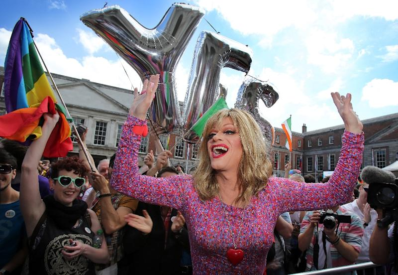 "Drag queen and gay rights activist Rory O'Neill, also known as ""Panti"", celebrates with gay marriage supporters at Dublin Castle on May 23, 2015 (AFP Photo/Paul Faith)"