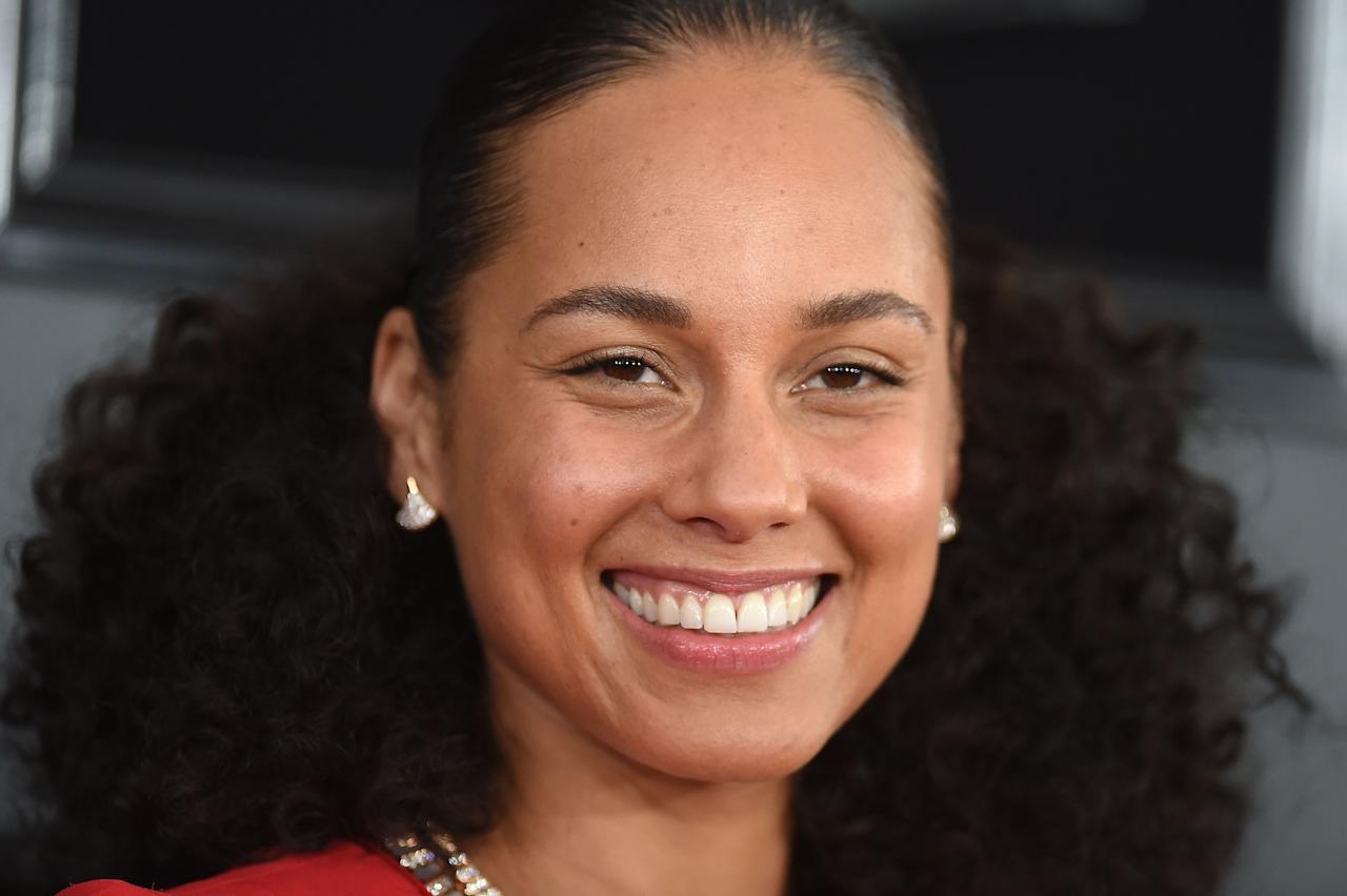 "<p>Alicia Keys hit the red carpet for the 2019 Grammy Awards, which she is hosting this year, rocking her iconic no-makeup look. ICYMI, <a rel=""nofollow"" href=""https://www.womenshealthmag.com/beauty/a19894593/alicia-keys-vma-no-makeup/"">Alicia wrote an essay for </a><em><a rel=""nofollow"" href=""https://www.womenshealthmag.com/beauty/a19894593/alicia-keys-vma-no-makeup/"">Lenny</a> </em>in summer 2016 explaining her decision to stop wearing makeup. ""I don't want to cover up anymore,"" she wrote. ""Not my face, not my mind, not my soul, not my thoughts, not my dreams, not my struggles, not my emotional growth. Nothing."" Alicia stuck with it, attending the BET awards sans makeup, as well as appearing on <em>The Voice </em>with her all-natural look.</p><p>Still, Alicia's made it clear that she'll still wear makeup if she damn well pleases. In an interview with Howard Sterm, <em>Voice </em><a rel=""nofollow"" href=""https://www.womenshealthmag.com/beauty/a19967948/alicia-keys-adam-levine-makeup/"">co-host Adam Levine described</a> seeing Alicia apply a bit of makeup before one show, and saying,  ""I thought Alicia doesn't wear makeup.""</p><p>She responded in basically the most iconic way ever, telling him: ""I do what the f-ck I want."" That appears to be Alicia's stance while hosting the 2019 Grammy Awards, too. (BTW: Alicia's won 15 Grammys, so pretty sure she can do whatever she wants.) Check out her looks from the night: </p>"