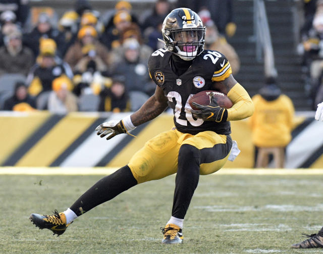 "<a class=""link rapid-noclick-resp"" href=""/nfl/teams/pit"" data-ylk=""slk:Pittsburgh Steelers"">Pittsburgh Steelers</a> running back <a class=""link rapid-noclick-resp"" href=""/nfl/players/26671/"" data-ylk=""slk:Le'Veon Bell"">Le'Veon Bell</a> is in line for another huge fantasy season. (AP Photo/Don Wright)"
