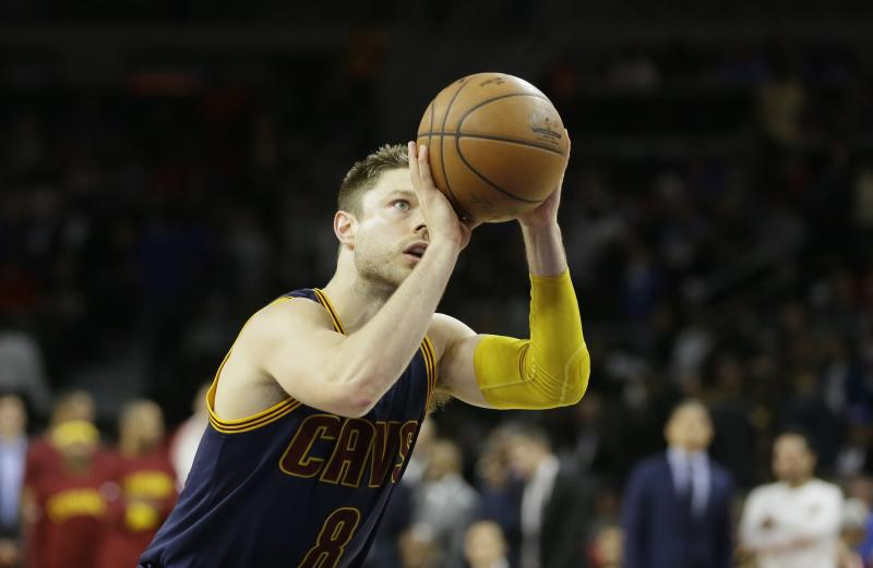 f66135dc2 Matthew Dellavedova greeted with loud cheers in Cleveland