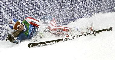 Lindsey Vonn crashes during her first run in the giant slalom